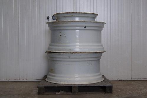 Set 1 New Holland Rims 2X W15L R28 - 2X DW18L X R38