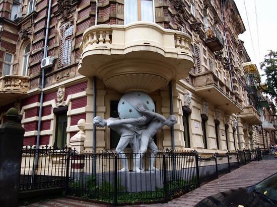 odessa-ukraine-architecture-1-small.jpg
