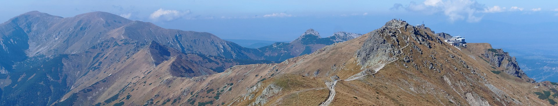 2560px-Carpathian_banner_Liliowe_Pass_in