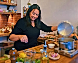 (Re)découvrez les plus anciennes recettes de cuisine marocaines en compagnie d'une cheffe passionnée marocaine.