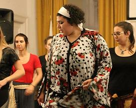 Un cour de danse en ligne avec une professeure engagée qui vous dévoilera tous les secrets de ce folklore marocain