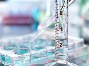 Pipettieren Proben und Reagenzglas