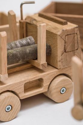 LKW mit Holzaufbau