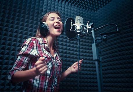 Singing lesson in London studio