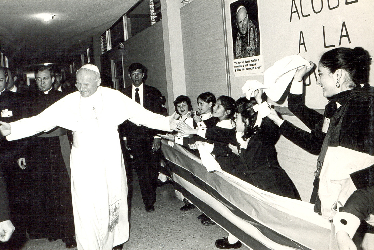 Pope John Paul II visited Miguel Ángel Florida during his visit to Mexico City in 1979. His helicopter landed in the schoolyard. Thousands filled the schoolyard at Miguel Angel to greet Pope John Paul II.