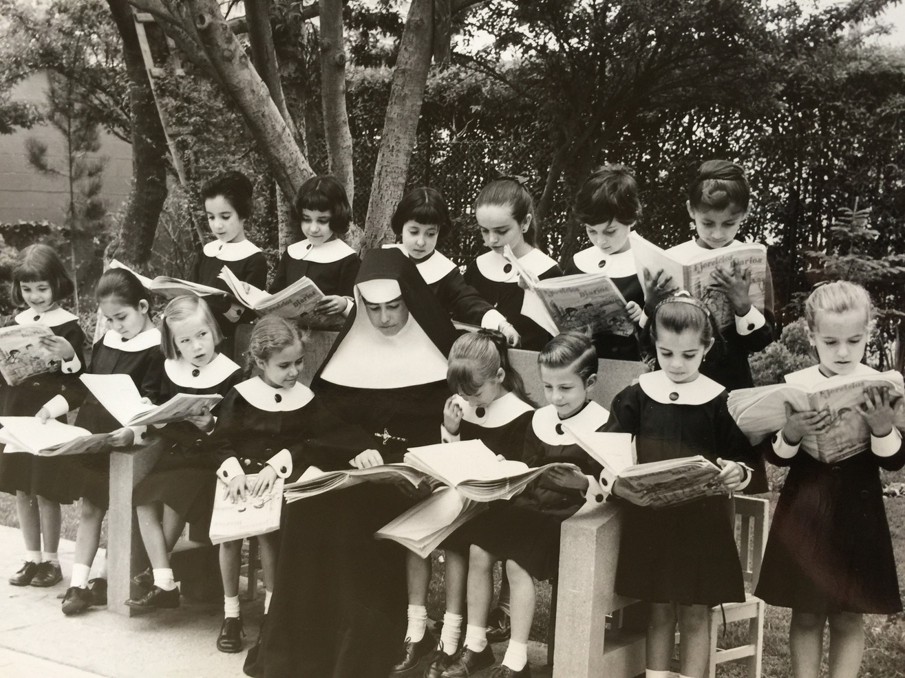 Because many parents wanted their daughters educated at the Instituto Miguel Ángel, Sr. María found a new site in Colonia Florida to accommodate the growing numbers of students. The new school opened in 1967.