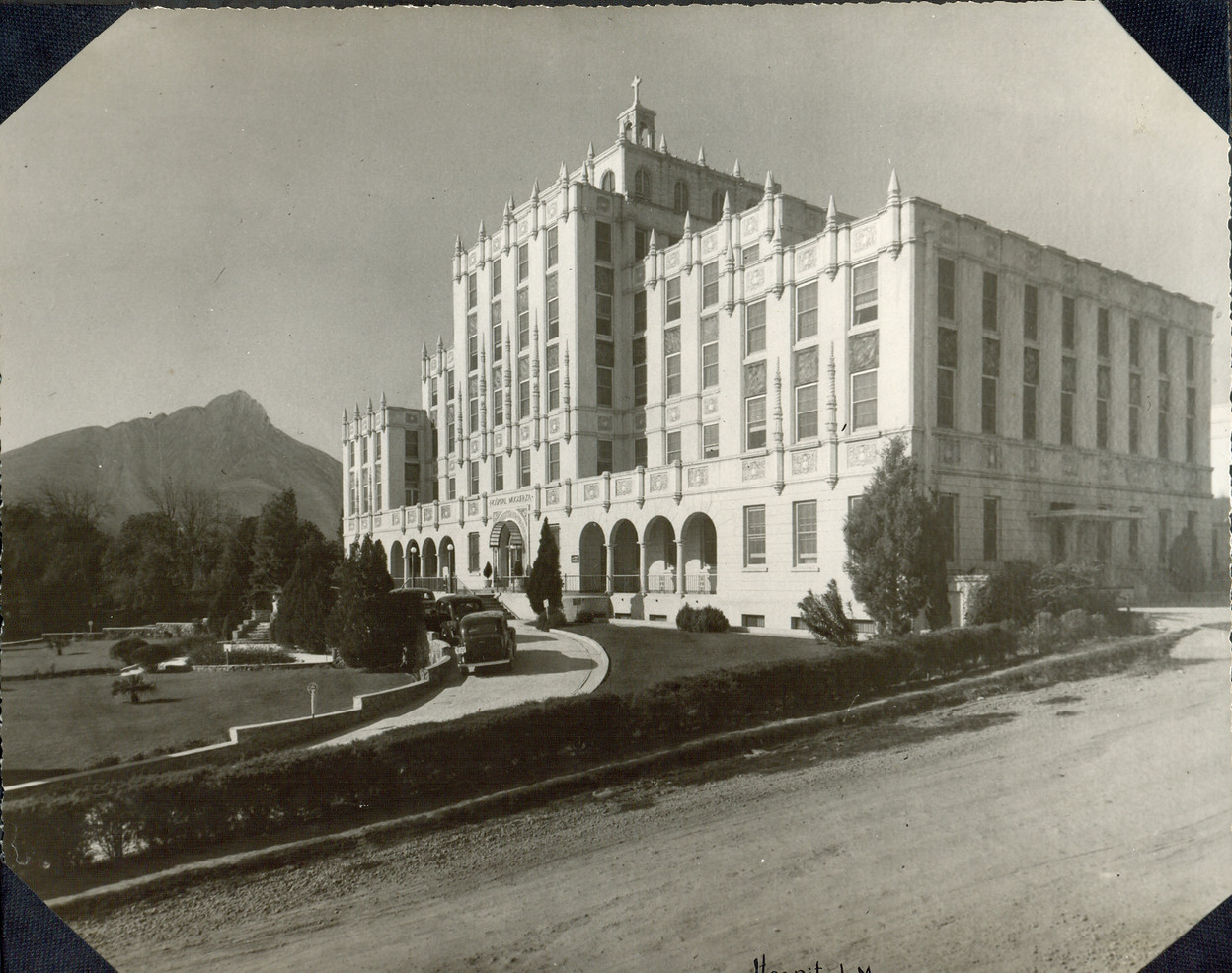At the same time hospitals were being built in the United States, our Sisters in Mexico were being asked to staff many private hospitals. Incarnate Word Sisters were involved in the early planning and administration of the Muguerza Hospital in Monterrey and in opening the school of nursing there in 1940.