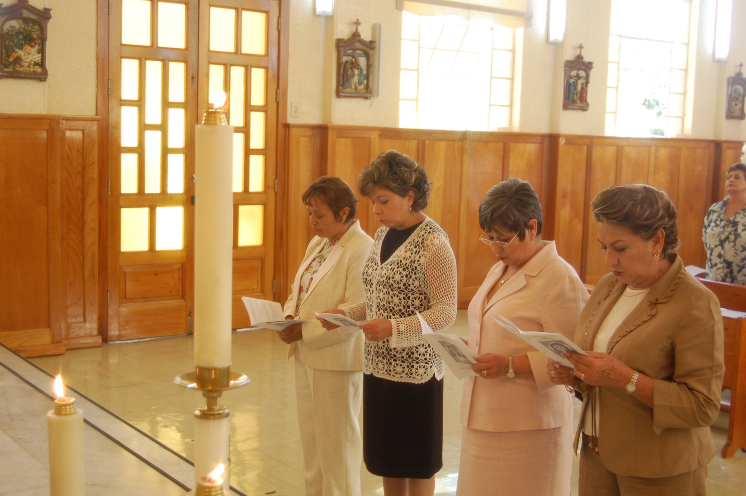 A community of Associates in Mexico renewing their commitment (2007).
