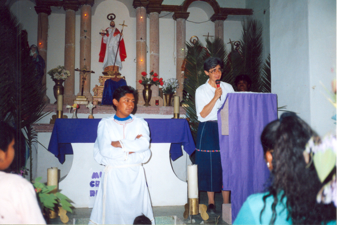 Pastoral Popular serves indigenous people in remote parts of Mexico. The first pastoral communities were established in the Mezquital Valley and in Cuernavaca, Torreon, Tehuantepec, and Veracruz. Sr. María Teresa Fernandez was selected as the first coordinator of the Pastoral Popular Communities