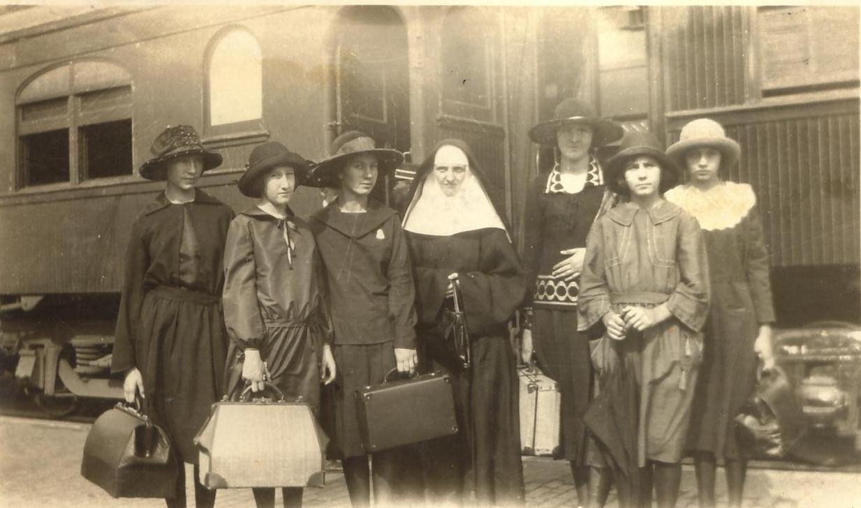 """By the turn of the century, young women entering the Congregation came from the United States, Germany, Ireland, France, Canada, and Mexico, creating a """"league of nations"""" in the Congregation. Pictured: Group of young women entering the convent, en route to San Antonio from Windthorst, Texas."""