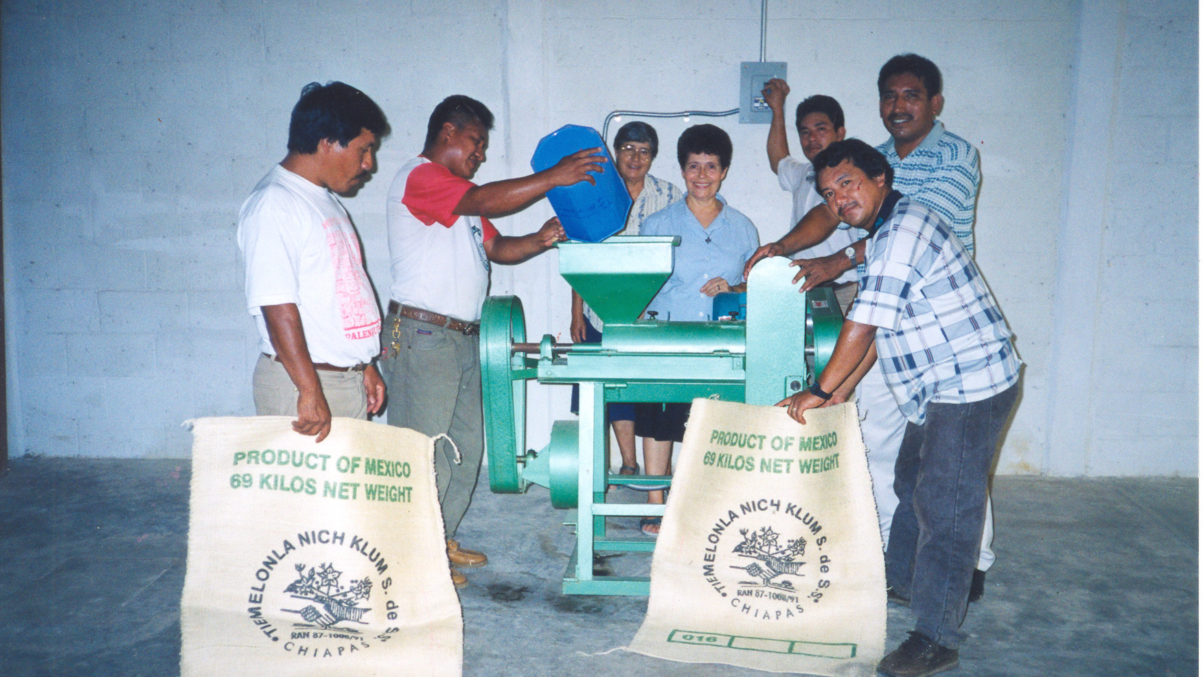 The Cooperativa de Café Tienmelonia Nich Klum, Chiapas, is a coffee cooperative that serves the indigenous people of Chiapas. By cultivating and trading organic coffee, men and women generate income and provide a better quality of life for their families.
