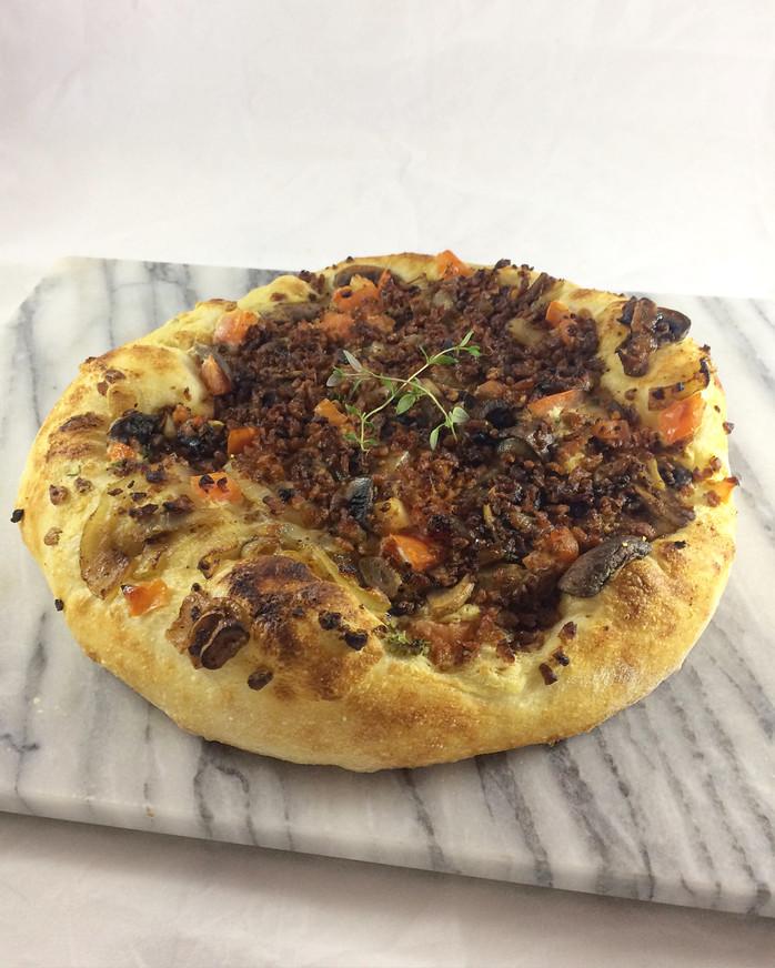 Vacon & Caramelized Onion Pizza