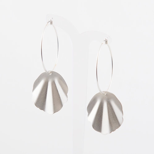 SUPER AMAZING - Silver Shell Charm Hoops