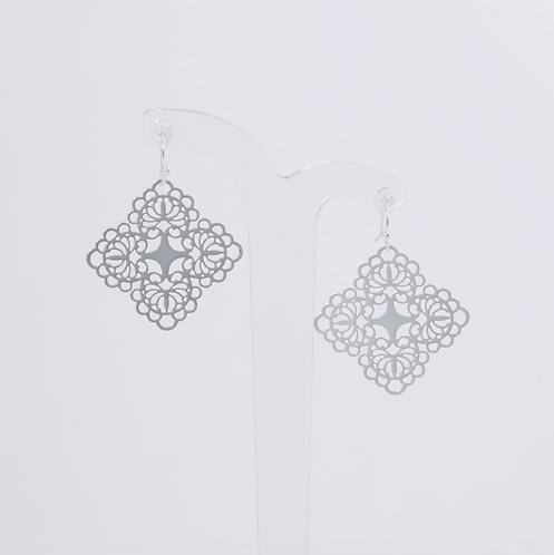 SUPER AMAZING - Silver Gold Filigree Hook Earrings