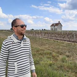 Frederik in de wijngaarden.