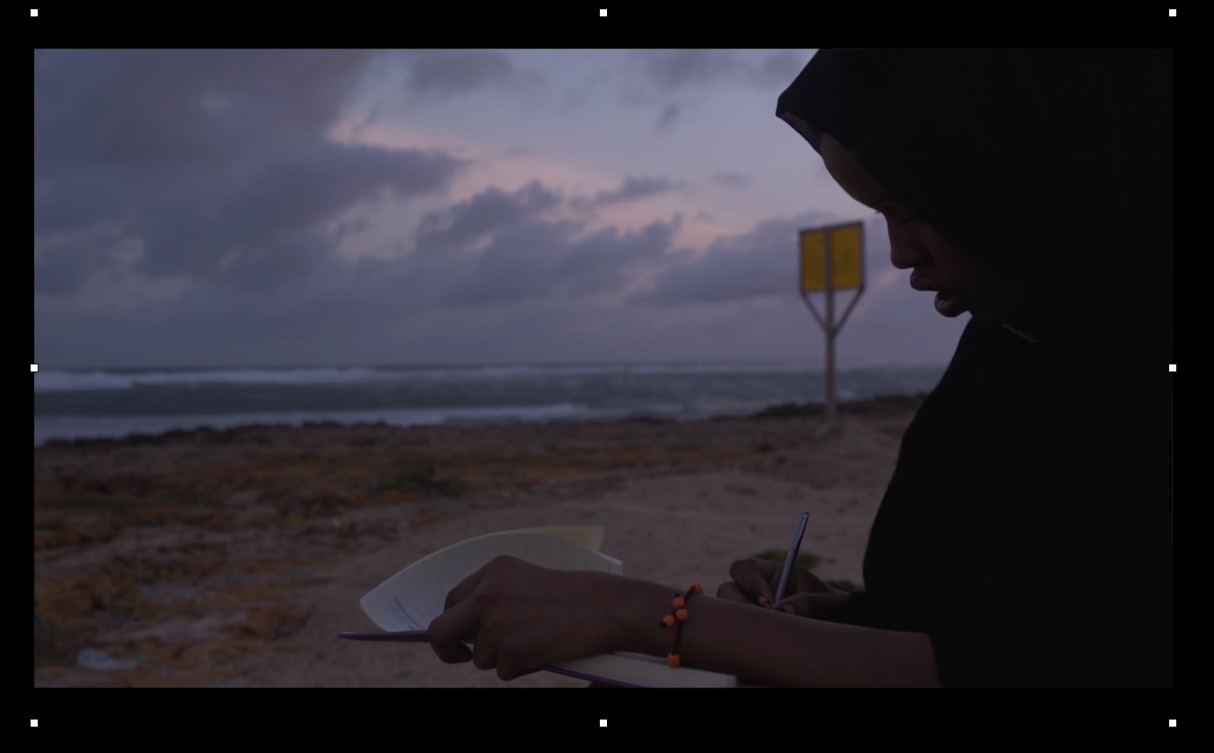 Somalia, the mouth of the shark. Directed by Juan Pablo Domenech.