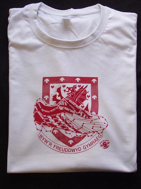 Byw'r Freuddwyd Gymraeg T-Shirt