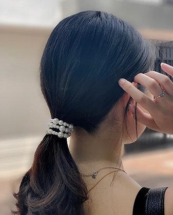 pearly bracelet +srunchie