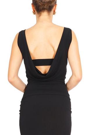 Topp med djup drapering i ryggen. Modellen finns även som klänning.  I lager: Cremevit lycra. Stl. S, M Elephant lycra. Stl. S, M  Pris: 590:-
