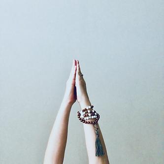 hands of urdhva hastasana-2.png