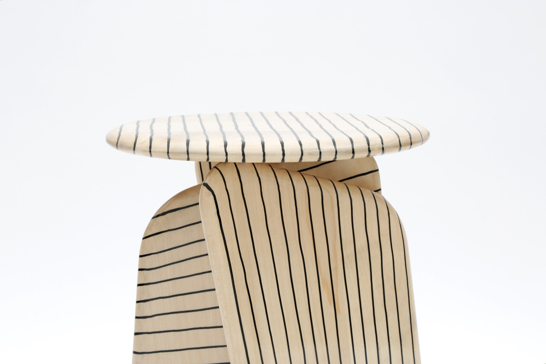 Vent Contraire stool with lines