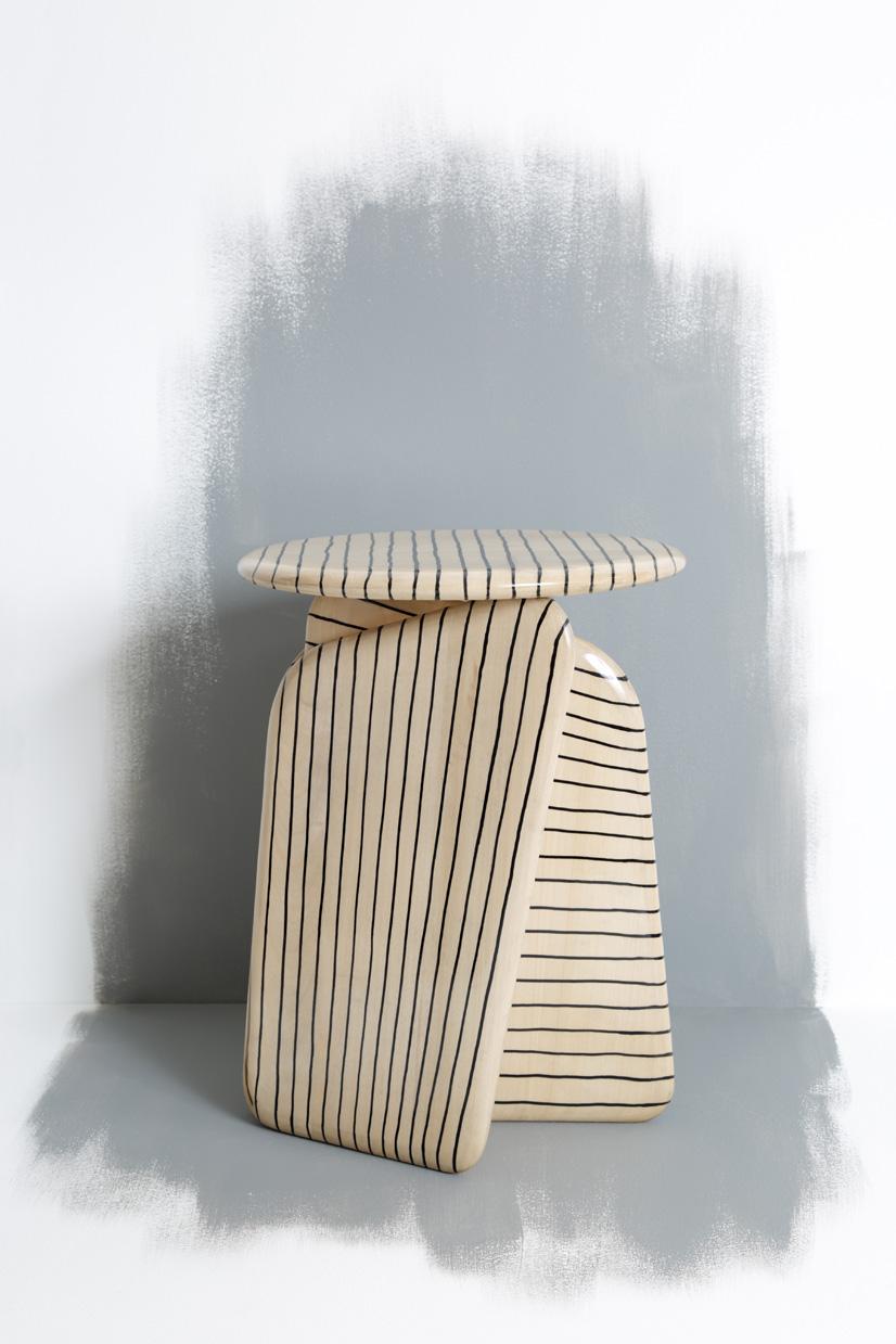 Vent Contraire lines stool
