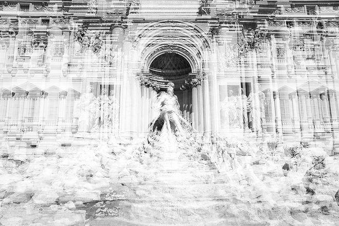 Fontana di Trevi 1 bw.jpg