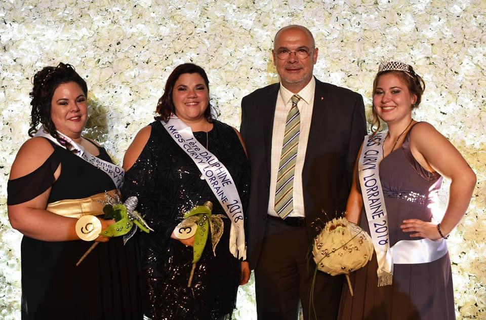M. Bruno Sapin, Maire de Yutz avec Miss Curvy Lorraine 2018 et ses dauphines