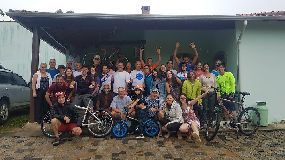 O grupo, na Pousada Clima da Serra, em Cunha / SP, antes do pedal