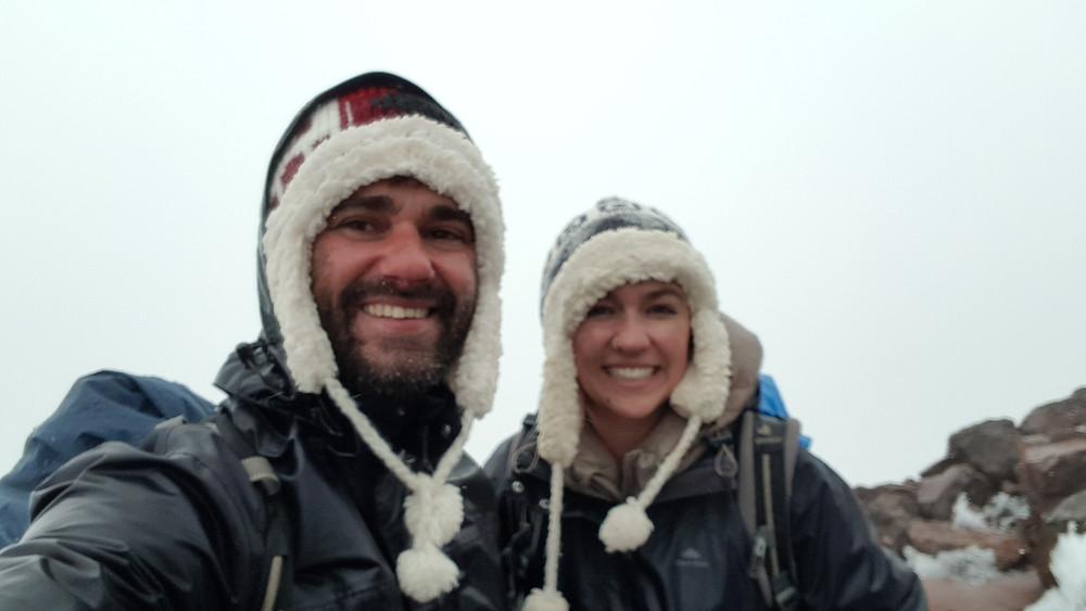 Pedro Bugim e Laura Petroni no cume do vulcão Chiles (4.723m), na fronteira com a Colômbia... tempo trevas!