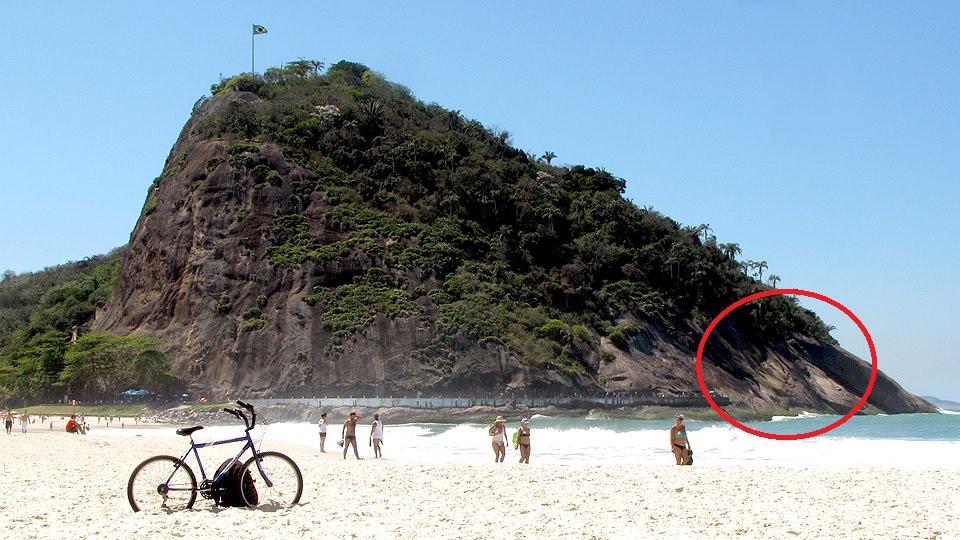 Morro do Leme e o setor das vias de escalada, após o caminho dos pescadores