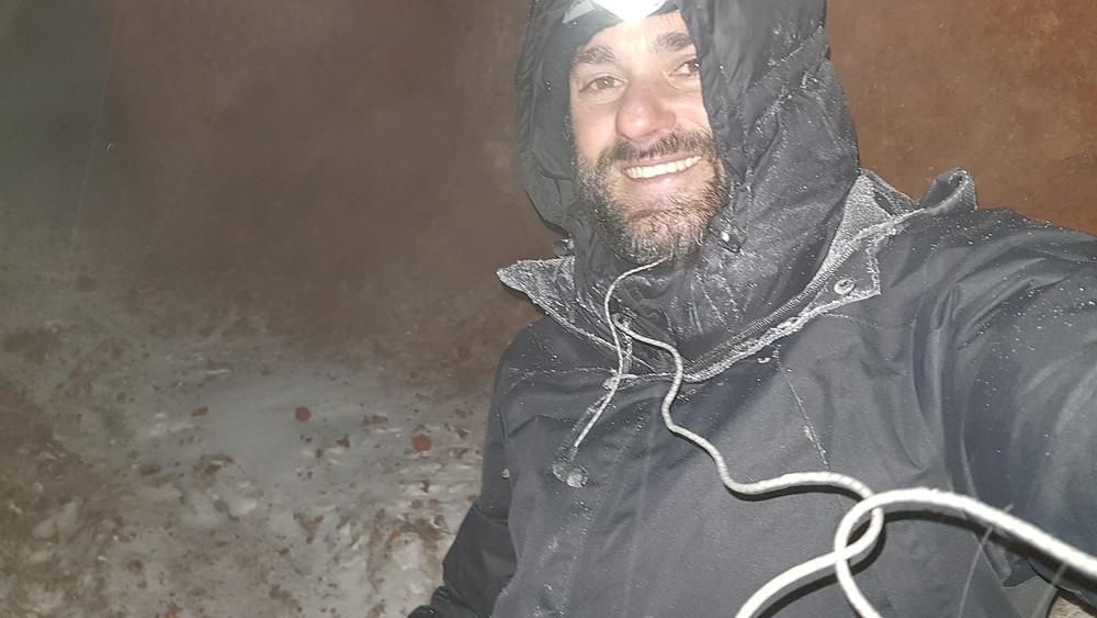 Pedro Bugim aos 6.050m de altitude, na subia do Chimborazo... tempo inclemente!