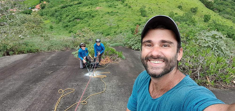 """Pedro Bugim, Laura Petroni e João Pedro na conquista do """"Paredão Gil"""" (D1 3° VI E1/E2 - 130m - Mista)"""