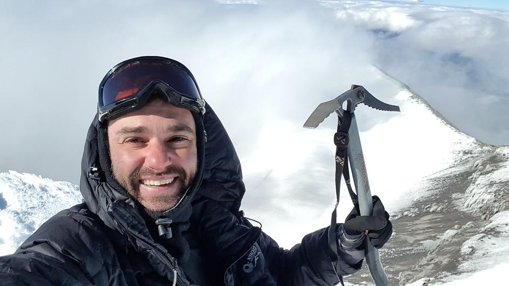 Pedro Bugim aos 5.897m, no cume do vulcão Cotopaxi