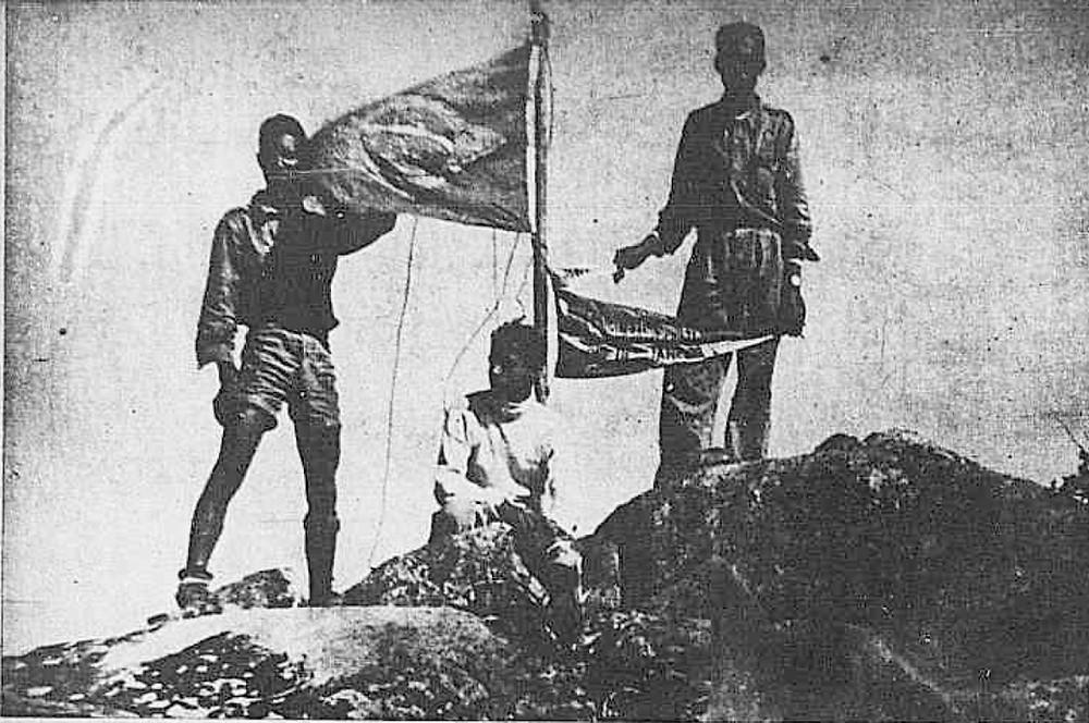 Os conquistadores do Pico do Itabira, em seu cume, no ano de 1947