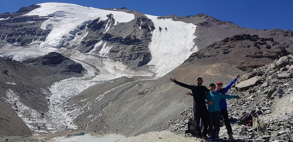 Pedro Bugim, João Pedro e Laura Petroni a caminho do Refúgio Agostini (4.600m)