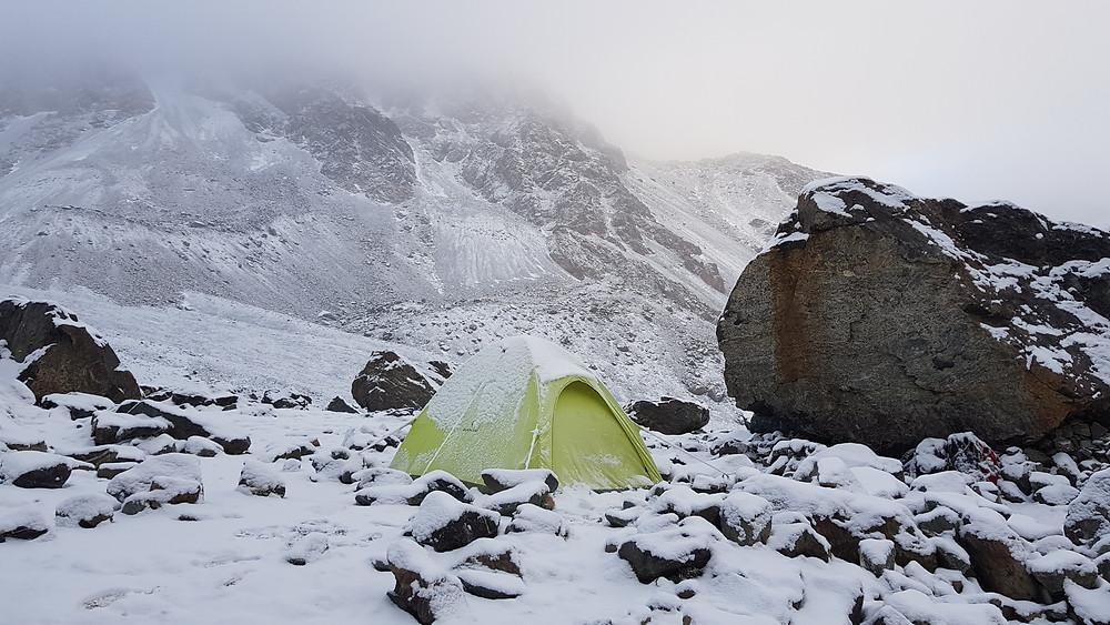 """Acampamento em """"Piedra Grande"""", a 3.600m de altitude, em meio à nevasca"""