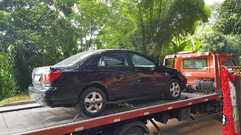 Nosso carro sendo rebocado, na subida de Petrópolis