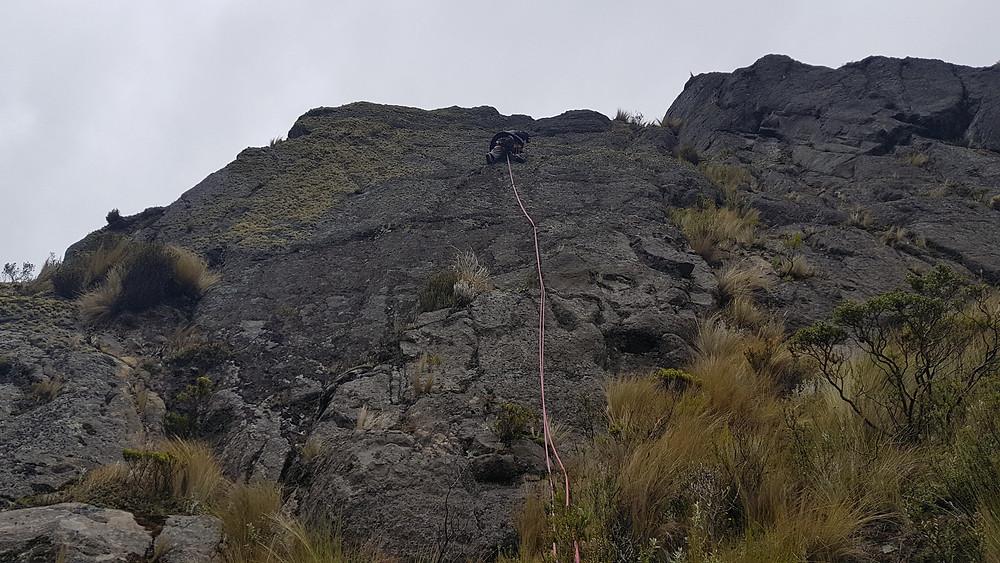 """Pedro Bugim na conquista da """"Pilsener"""" (IVsup E1 - 23m), Acantilado de San Juan"""