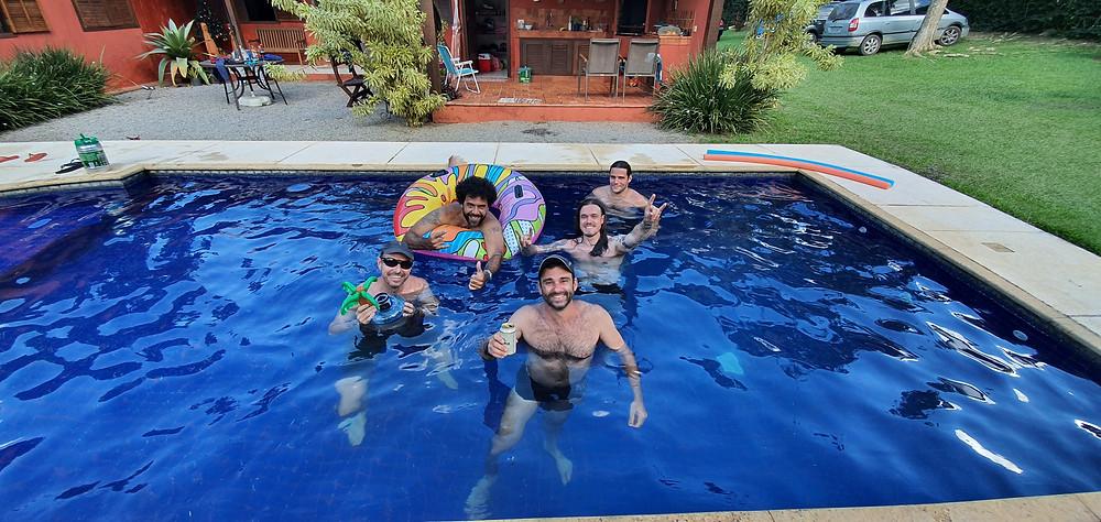 Social na piscina... luxo demais!