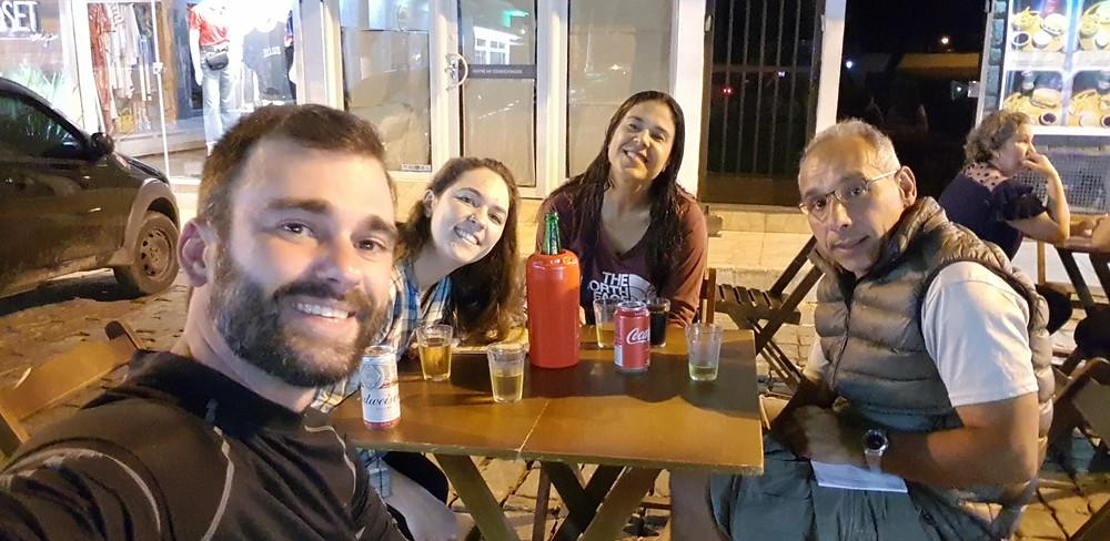 Cervejinha na praça central de Pirapetinga, para comemorar os aniversários