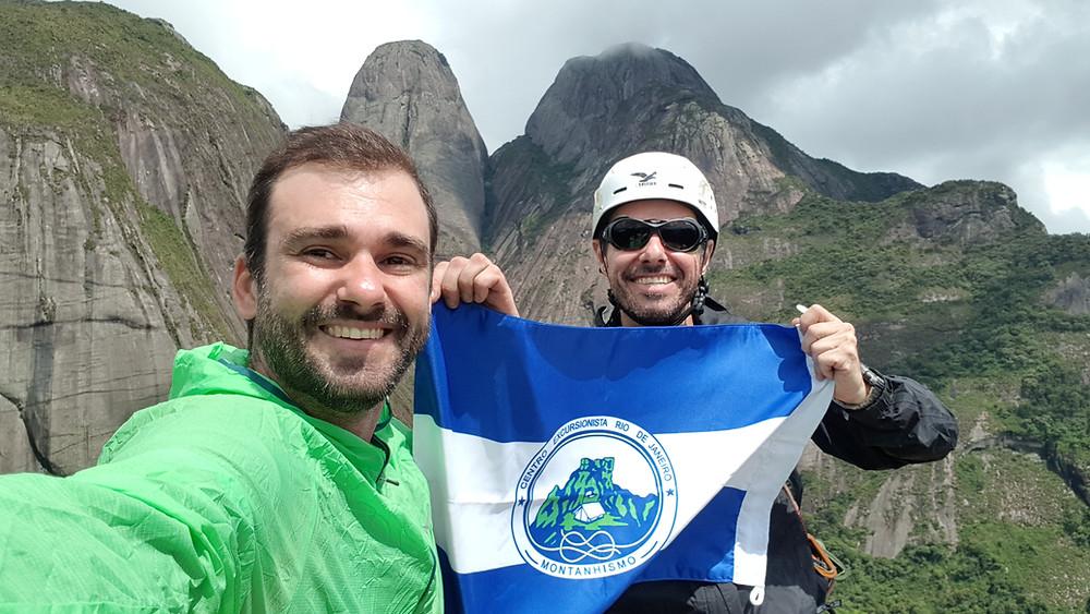 Pedro Bugim e Waldecy Lucena, no cume da Caixa de Fósforos, Três Picos / Friburgo