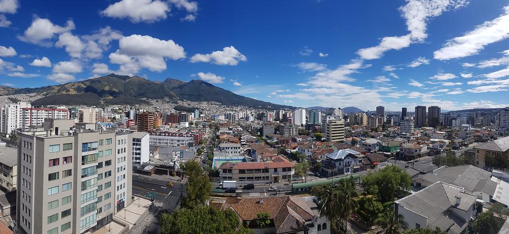 Vista de Quito, com o vulcão Rucu Pichincha (4.784m) ao fundo