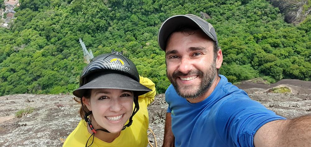 """Pedro Bugim e Laura Petroni na P7 do """"Paredão Quarentena"""" (D3 6º VIIIa E1 - 305m)... fim de conquista!"""