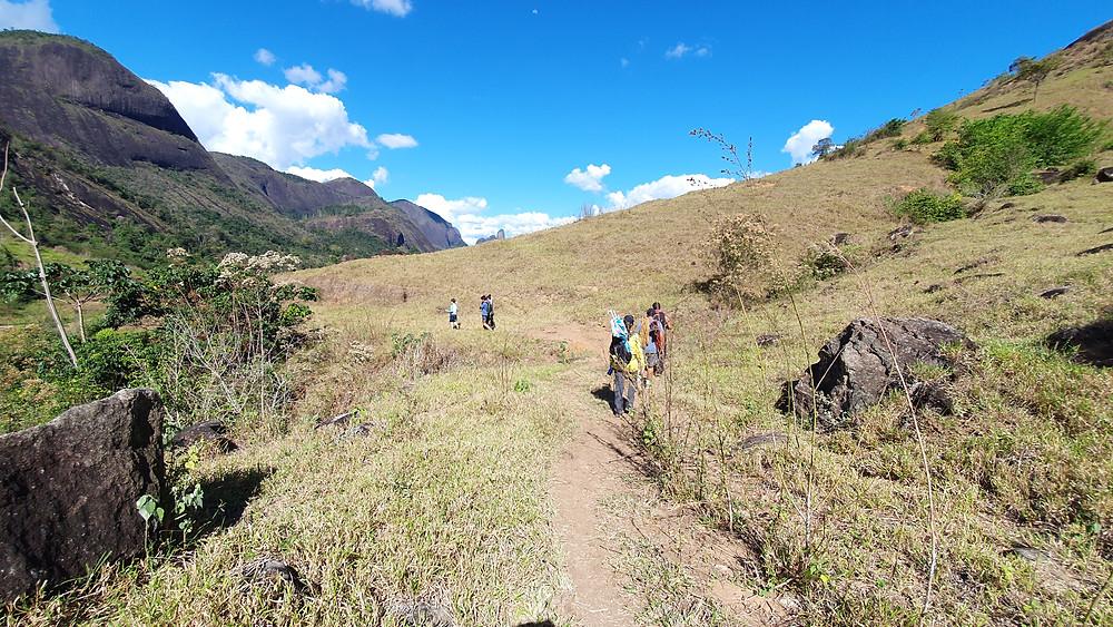 A facil trilha de acesso às bases do Campo Escola de Pancas / ES