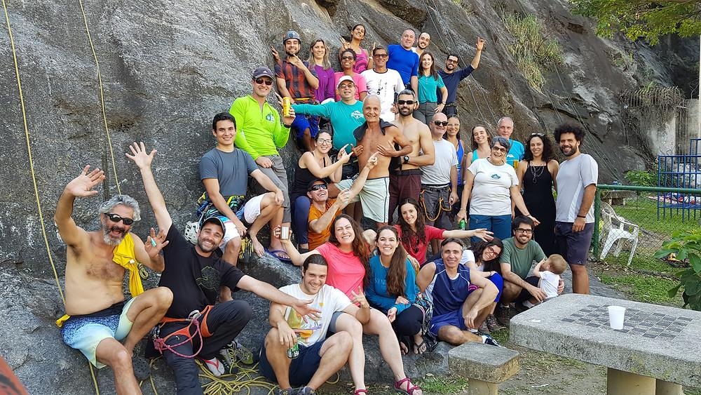 Foto oficial com o pessoal que chegou de manhã, na pedreira da Rua Dr. Anibal Moreira, Tijuca