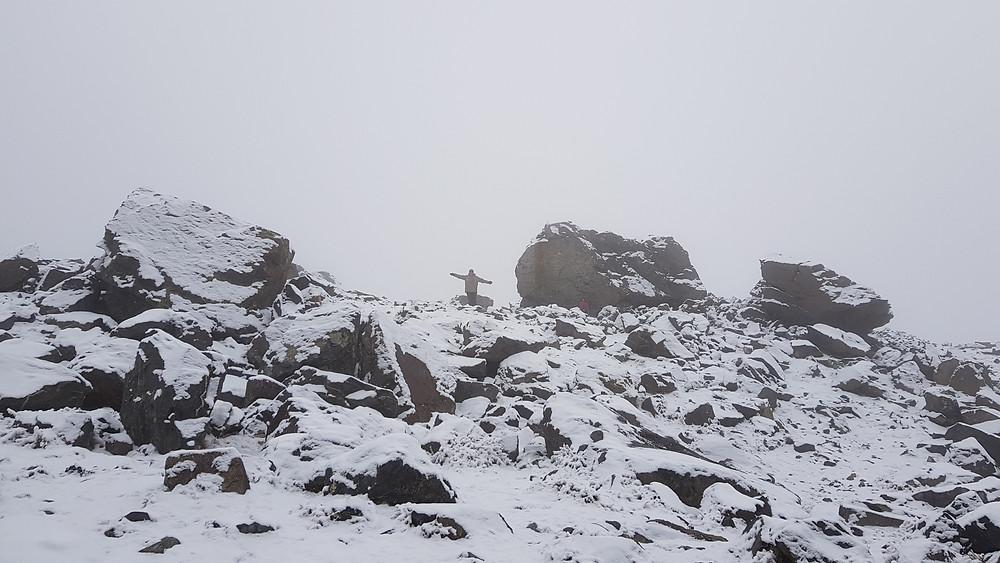 Área do acampamento Piedra Grande (3.600m), em Cordón del Plata, sob neve intensa, durante o inverno