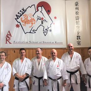 Christian Gradl trainiert Australische Karatekas in Melbourne