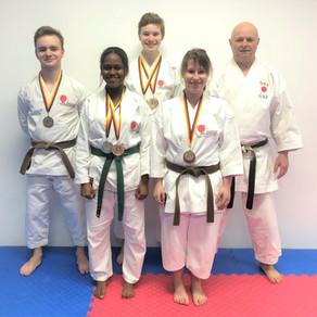 3 x Silber und 3 x Bronze für das Karate Dojo