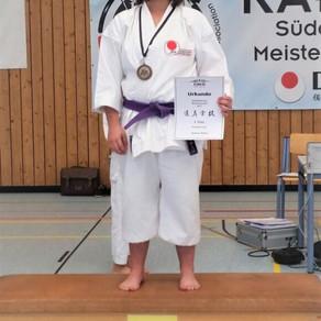 Sydney Holley holt Bronze bei den Süddeutschen Karatemeisterschaften